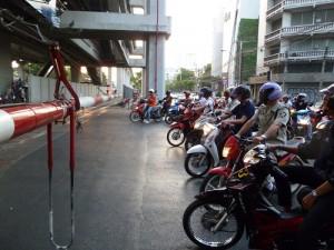 タイ踏切2